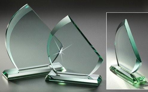 JADE-Glastrophäe Dreieck/abgeschrägt, 3 Größen, 10mm Stärke